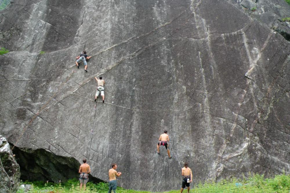 Val di Mello climbing