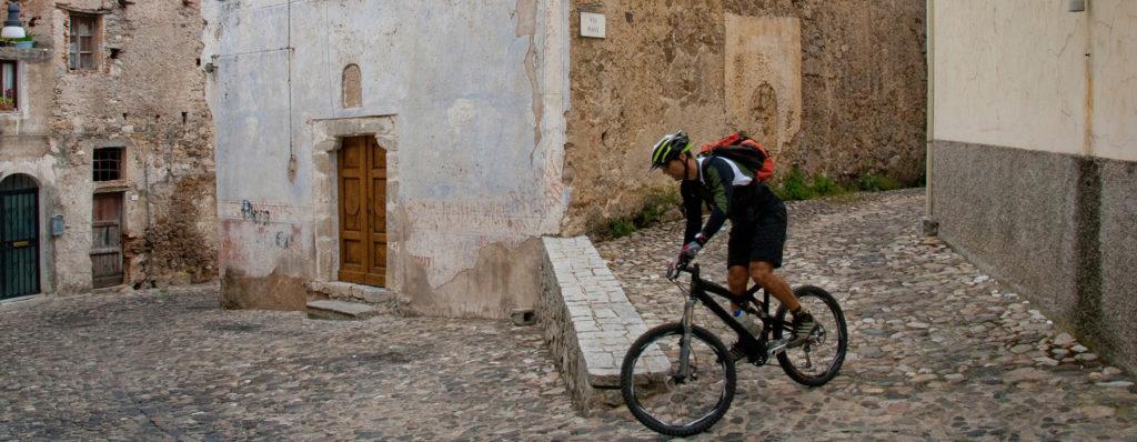 entroterra sardo in bicicletta