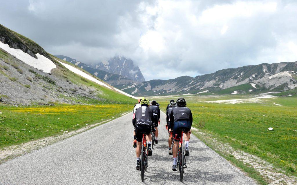 Ciclisti sul Gran Sasso
